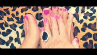 FOOT FETISH, STICKY TOES MASSAGE EXTREMLY CLOSE UP 4K VIDEO